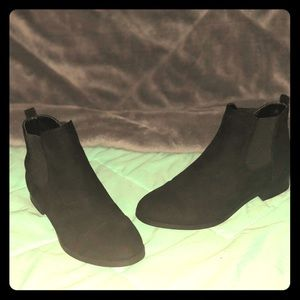 UNISA black ankle flat booties